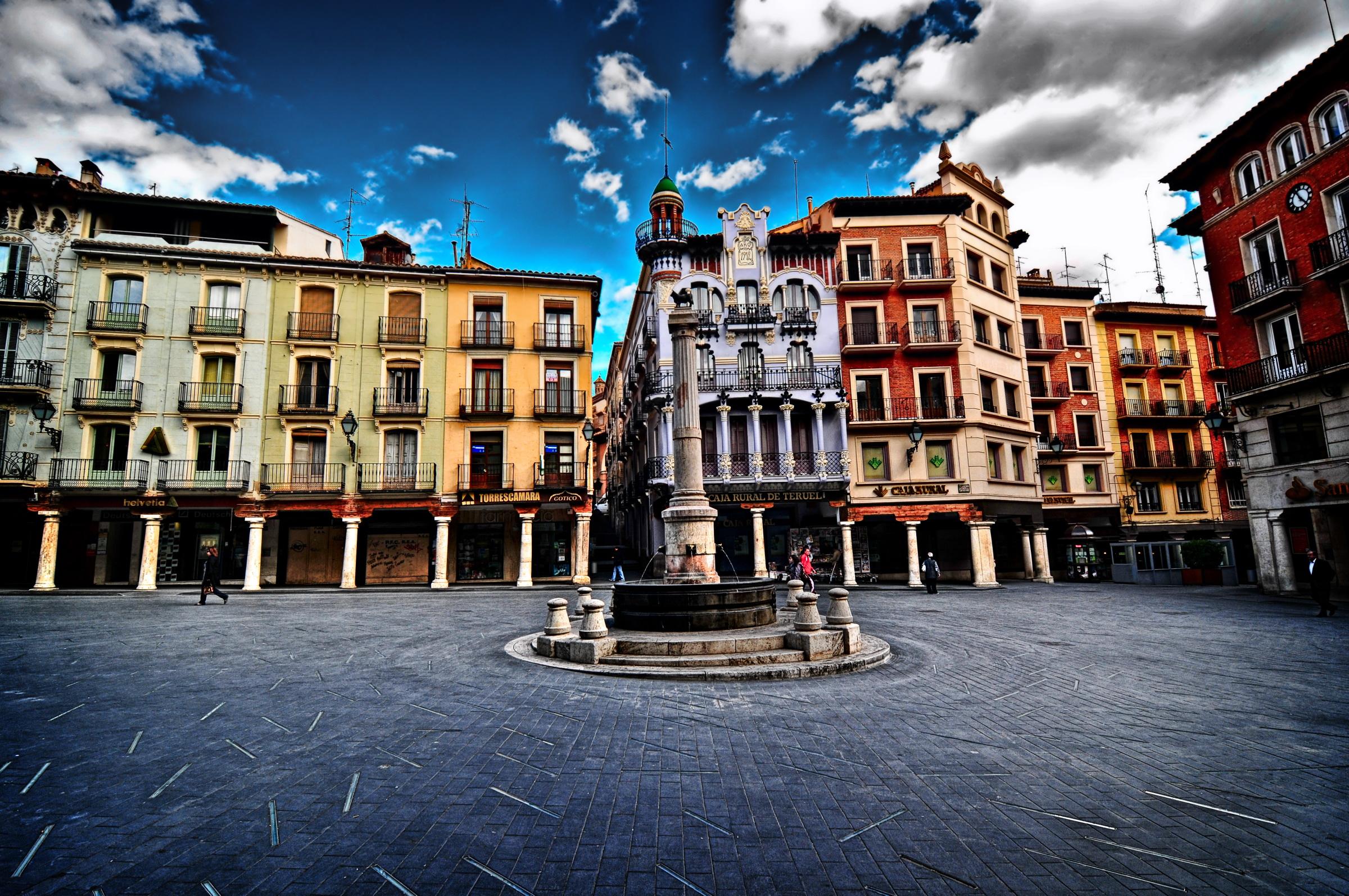 aa08db77b154c Que hacer en Teruel - Torico-Amantes